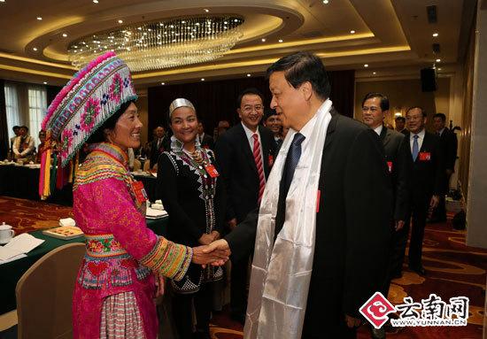 云南省代表团举行全体会议讨论党的十九大报告
